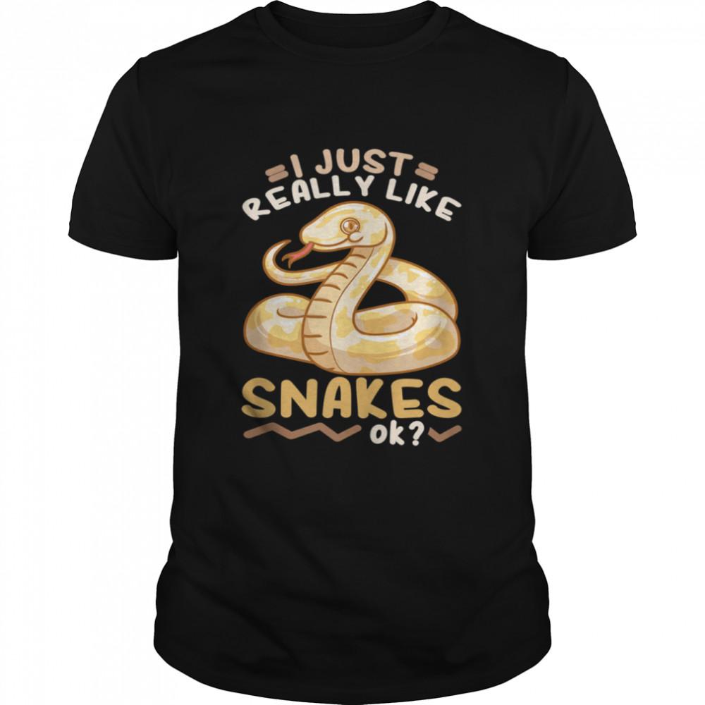 Snake Handler Herpetologist  Classic Men's T-shirt