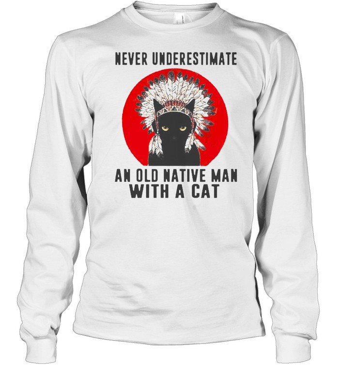 Native American never underestimate an old man with a cat shirt Long Sleeved T-shirt