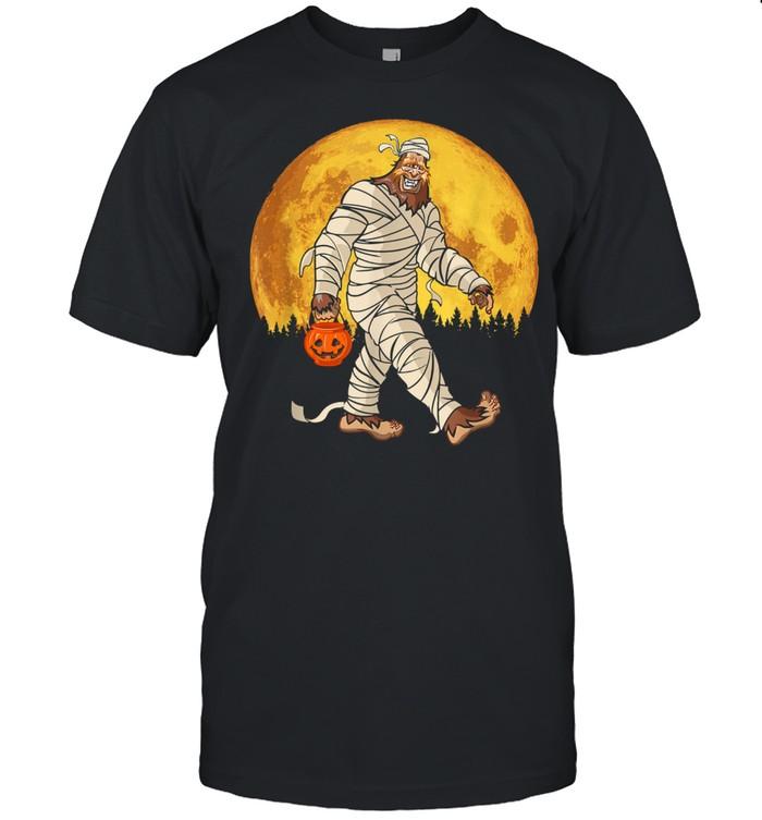 Bigfoot Mummy Costume Moon Halloween Sasquatch DOTD shirt Classic Men's T-shirt