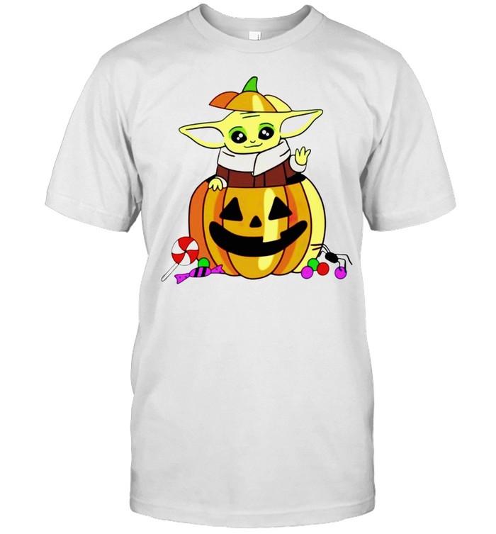 Baby Yoda in pumpkin happy Halloween shirt Classic Men's T-shirt